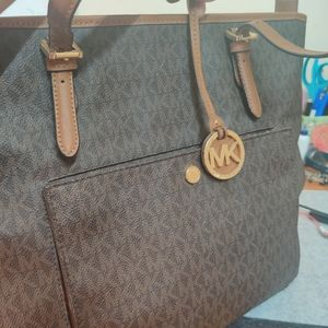 Michael Kors Jet Set Go Tote in Large size